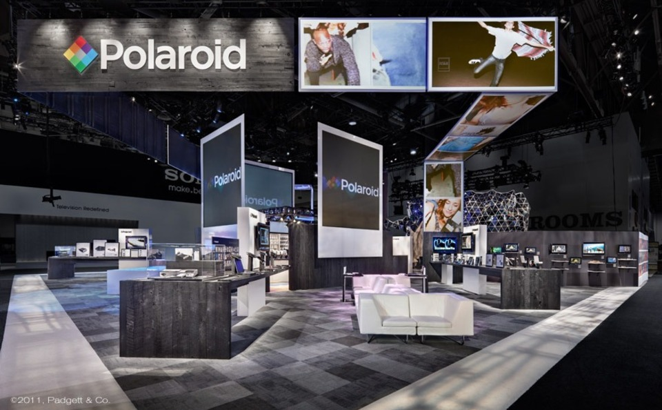 Trade Show Booth Giveaways : Polaroidbooth skyline entourage montreal