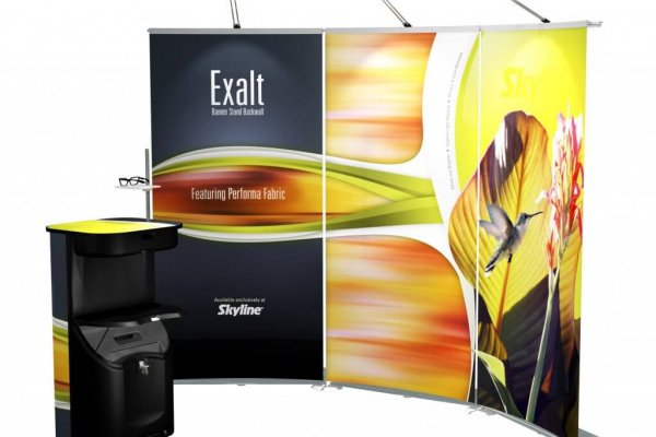Curved backwall bannerstands and podium counter, trade show solutions, Skyline Entourage