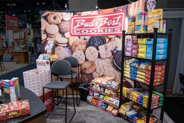 Bud's Best Cookies backwall graphic with shelf and product displays, trade show solutions, Skyline Entourage