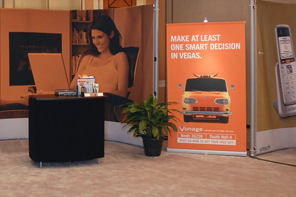 Orange bannerstand and matching curved backwall graphics, trade show solutions, Skyline Entourage