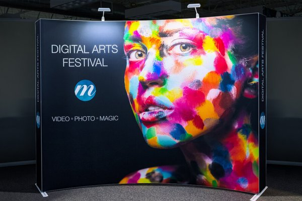 Sample curved immerse - digital arts festive painted face woman on black background, trade show solutions, Skyline Entourage
