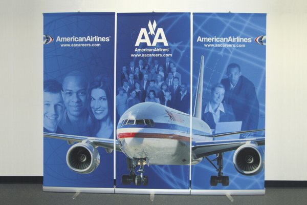 Bannerstands with airplane graphics, trade show solutions, Skyline Entourage