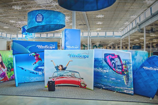 Hanging signs and multiple shapes of windscape backwalls, trade show solutions, Skyline Entourage