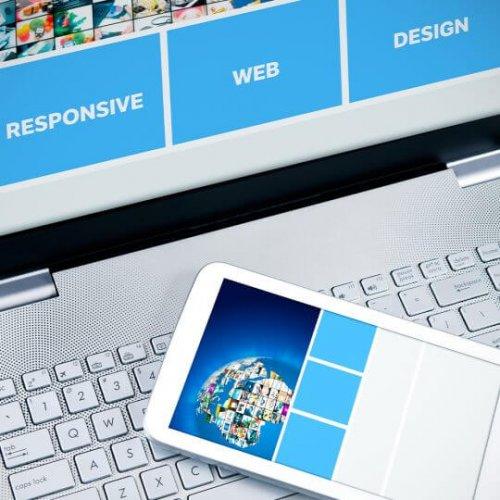 Mobile device resting on laptop, trade show marketing, Skyline Entourage, Skyline entourage