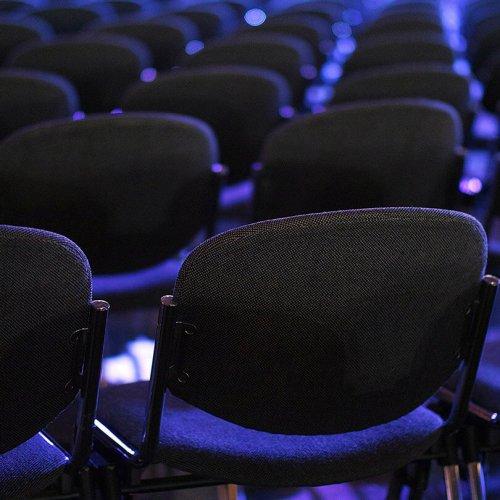 Empty rows of shairs, trade show marketing, Skyline Entourage