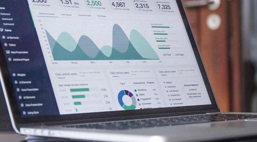 Laptop with analytical data, trade show marketing, Skyline Entourage