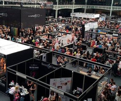 Overhead show of crowded trade show booths, trade show solutions, Future of trade shows, Skyline Entourage